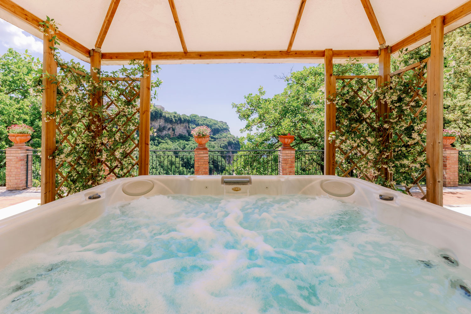 Jacuzzi at Villa Sant'Alfonso Apartments